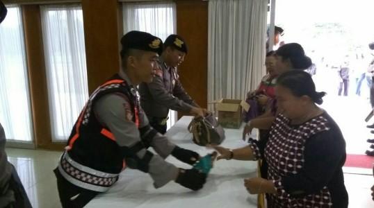 POLRES BATENG SIAP SIAGA AMANKAN RANGKAIAN PERAYAAN NATAL DI BANGKA TENGAH
