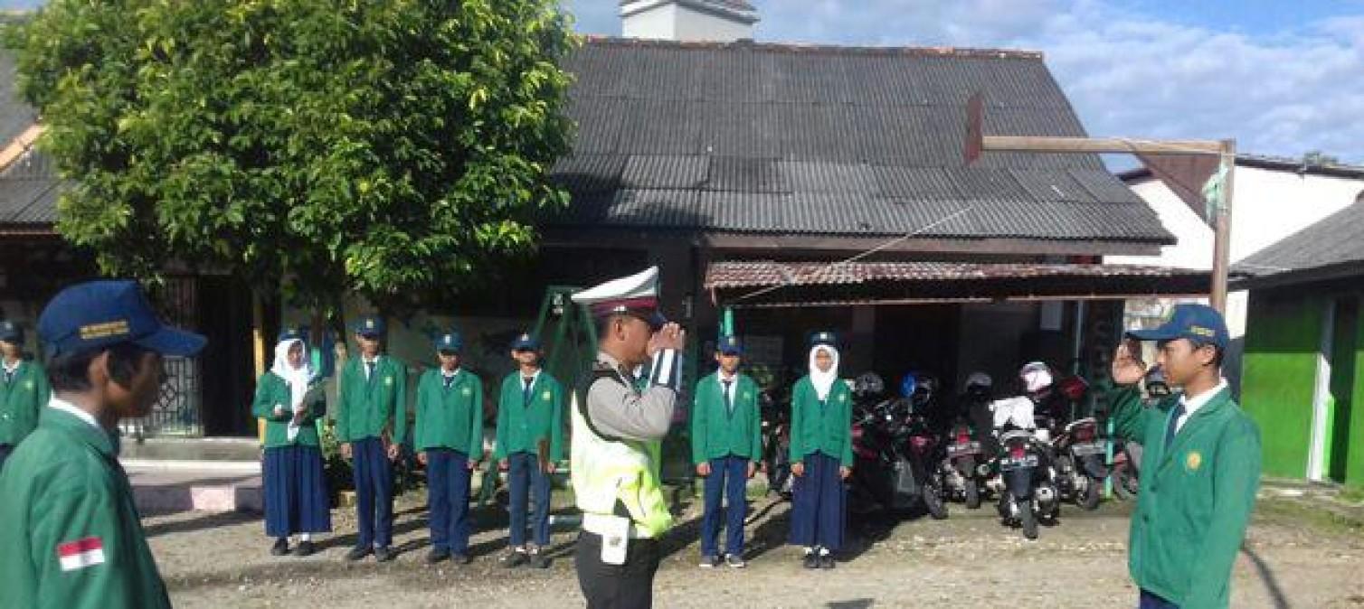 Satlantas Polres Bangka Tengah Ajarkan Cara Tertib dan Selamat Berlalulintas Kepada Pelajar