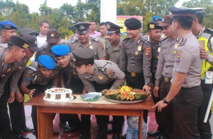 Anggota Polres Bangka Tengah Terkejut Ulang Tahun nya Dirayakan
