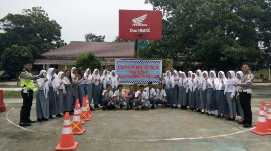 Sat Lantas Polres Bateng berikan Coaching Clinic dan Safety Ridding pada pelajar Bangka Tengah