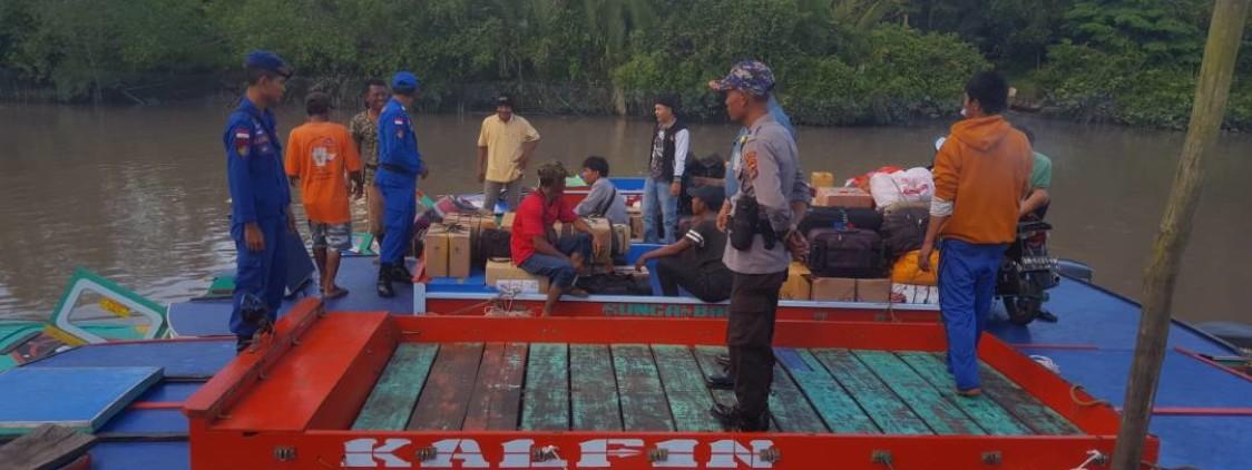 Sat Pol Air Polres Bateng Mengecek Kapal Penumpang Di Pelabuhan Sungai Selan