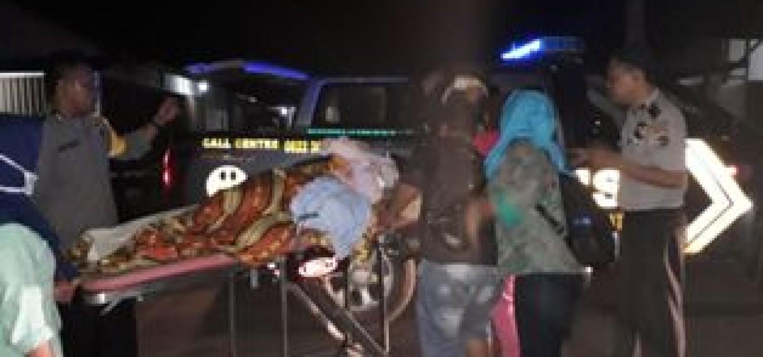 Patroli Polsek Simpang Katis Bantu Ambulance Mogok Yang Membawa Pasien Melahirkan