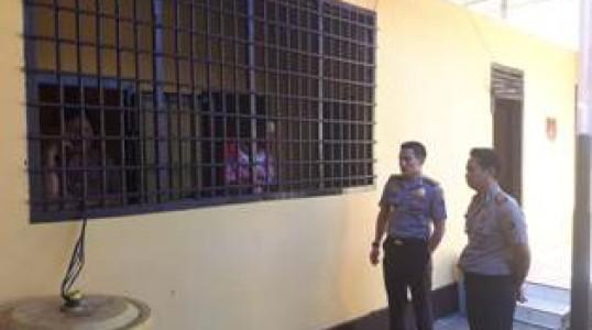 Kapolres Bangka Tengah Periksa Kondisi Ruang Tahanan Polsek Koba