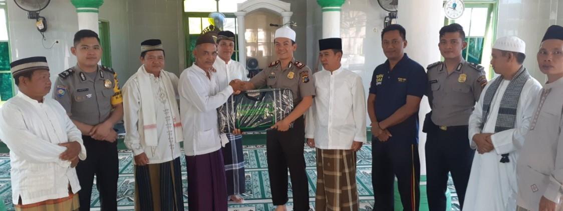 """Kapolsek Simpang Katis : """"Kita Selaku Umat Muslim Hendaknya Selalu Memakmurkan Masjid""""."""
