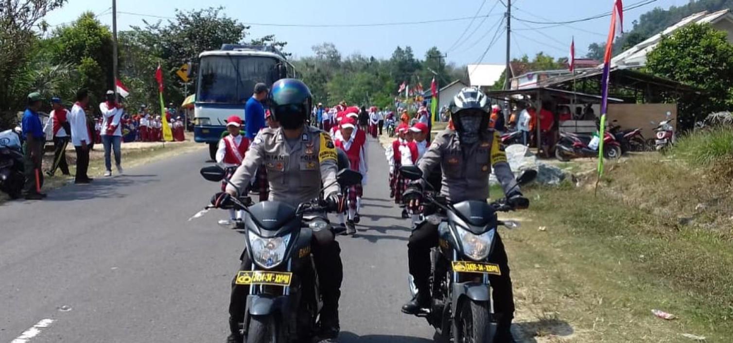 Polsek Namang Kawal dan Amankan Karnaval Hari Kemerdekaan di Kecamatan Namang