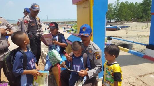 Antusias Murid SD Desa Tanjung Pura Menyambut PINTAR Sat Pol Air Polres Bateng