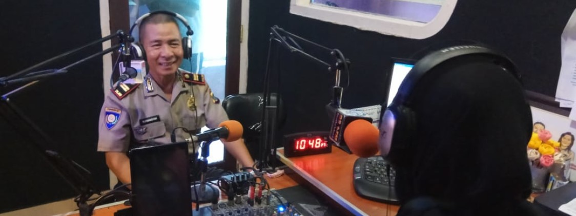 Melalui Talkshow di Radio, Kasat Binmas Himbau Masyarakat Untuk Tidak Menyalahgunakan Medsos