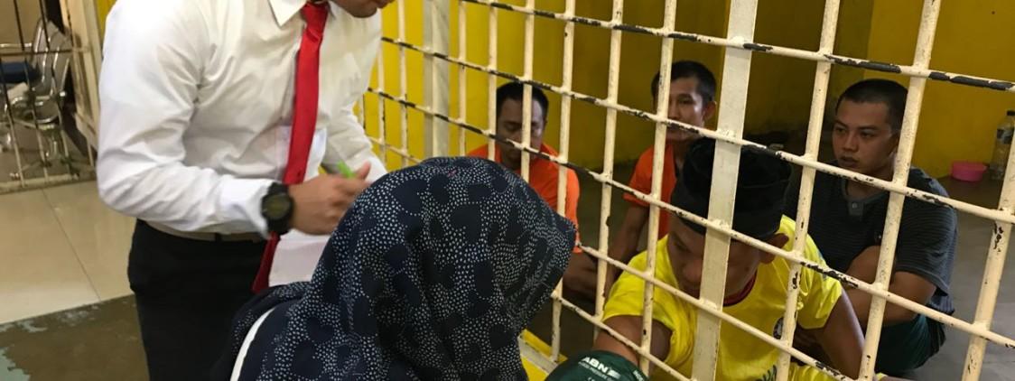 Tanggapi Keluhan Penyakit, Urdokkes Polres Bangka Tengah Cek Kesehatan Para Tahanan
