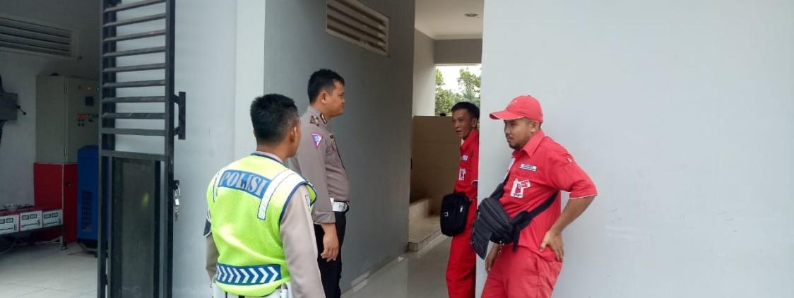Anggota Dikyasa Sat Lantas Bateng Berikan Himbauan Kepada Petugas SPBU