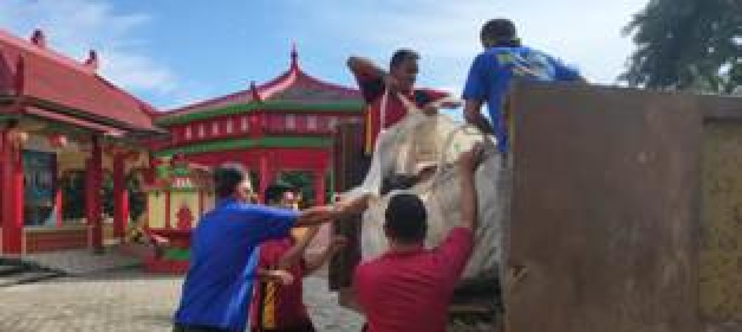 Bulan Bakti Kepolisian, Polres Bangka tengah Gotong royong Bersihkan Tempat Ibadah