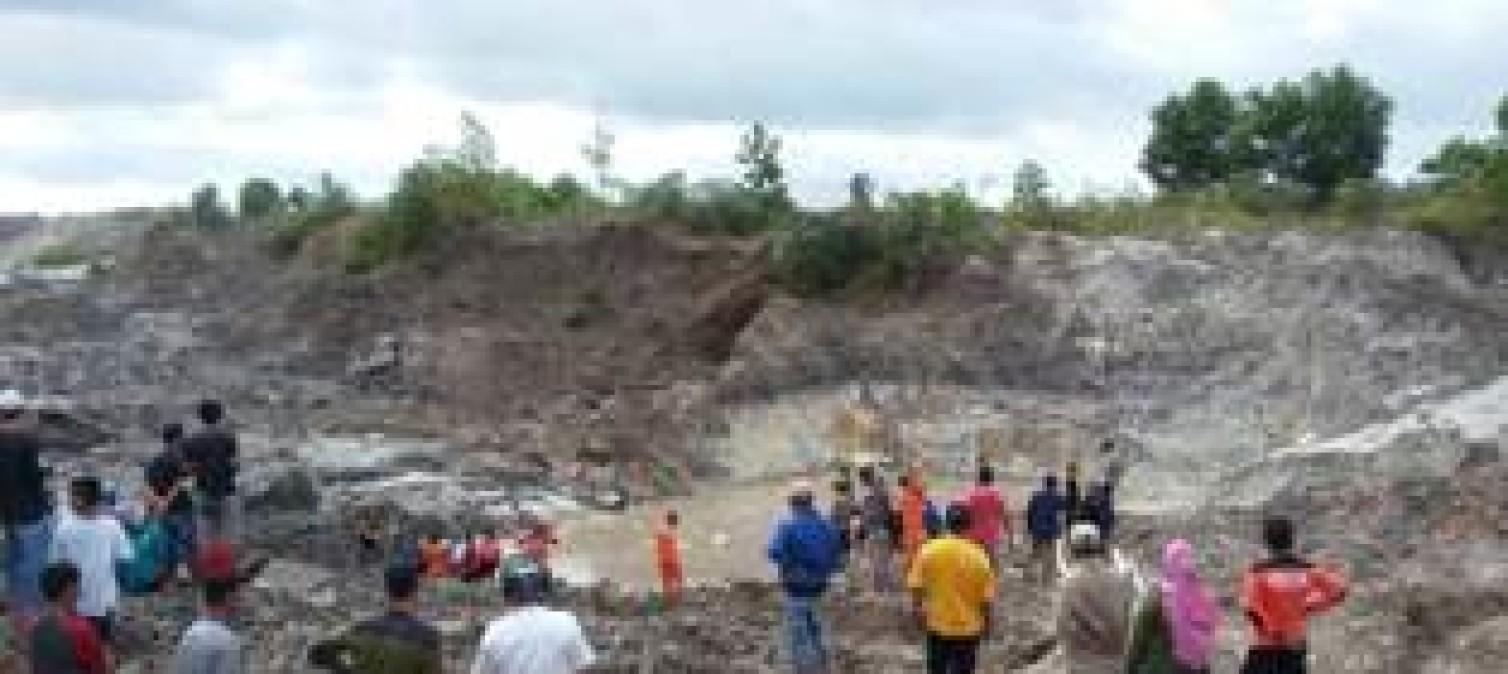 Laka Kerja, 4 Penambang Pasir Timah Tertimbun Tanah