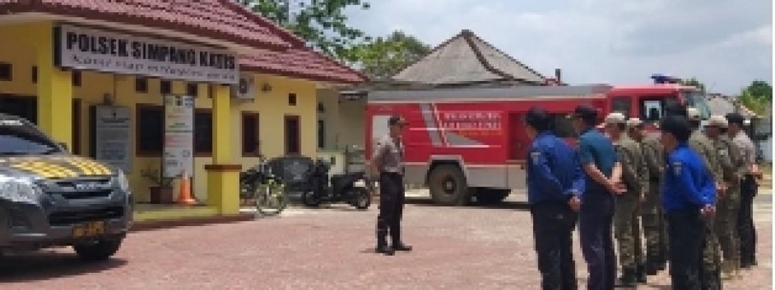 Waspada Kebakaran Hutan, Mobil Damkar Siaga Di Polsek Simpang Katis