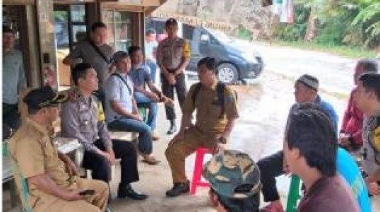 Problem Solving, Kapolsek Simpang katis Berikan Solusi Ke Warga Dusun Parit Desa Terak