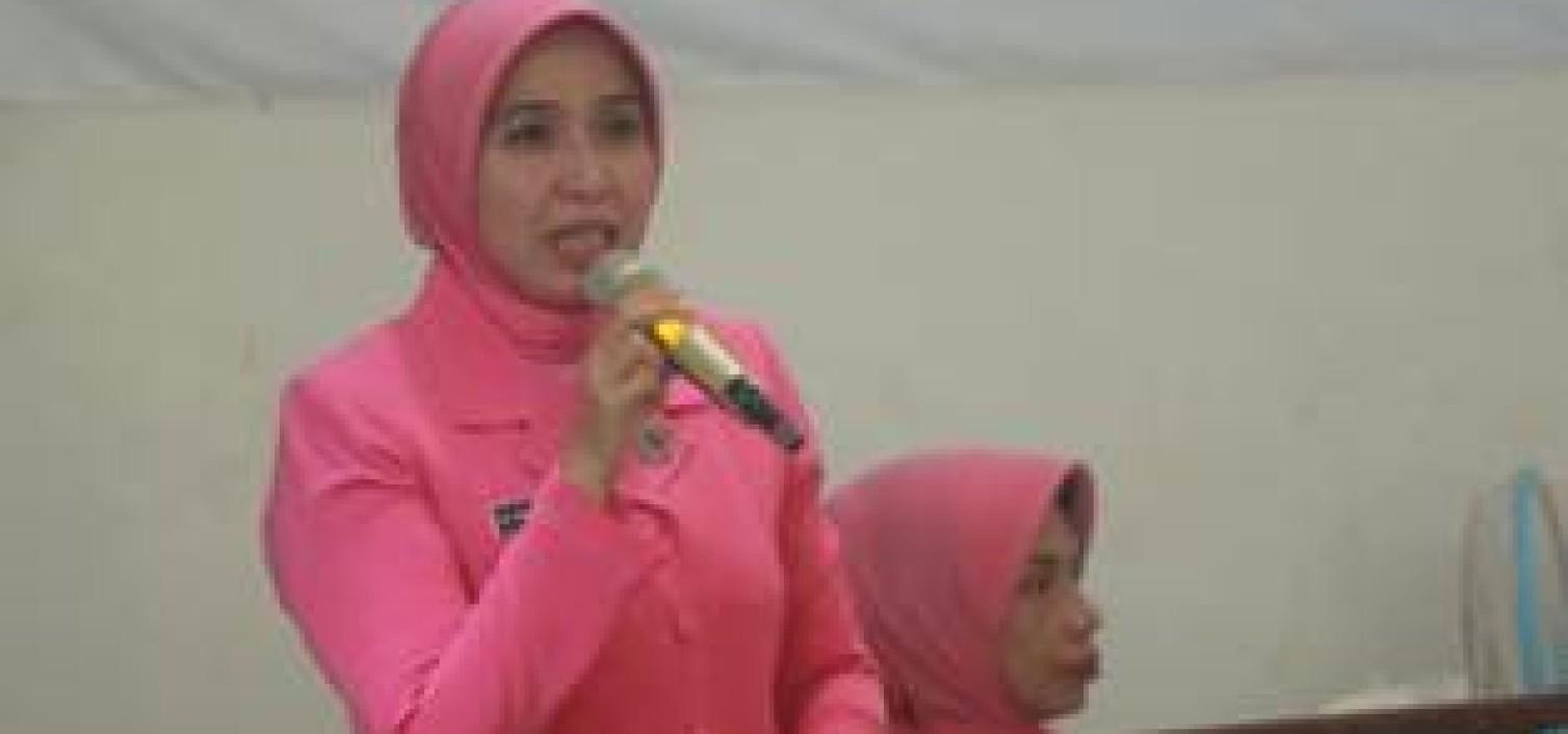Ketua Daerah Bhayangkari Babel Motivasi Pelajar SMK 1 Simpangkatis dan Beri Buku Kreasi Budaya Indonesia