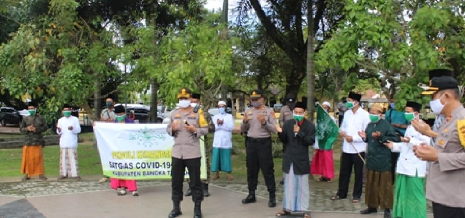 Kapolres Bangka Tengah Dampingi Distrisbusi 1000 Paket Sembako PC NU Bateng