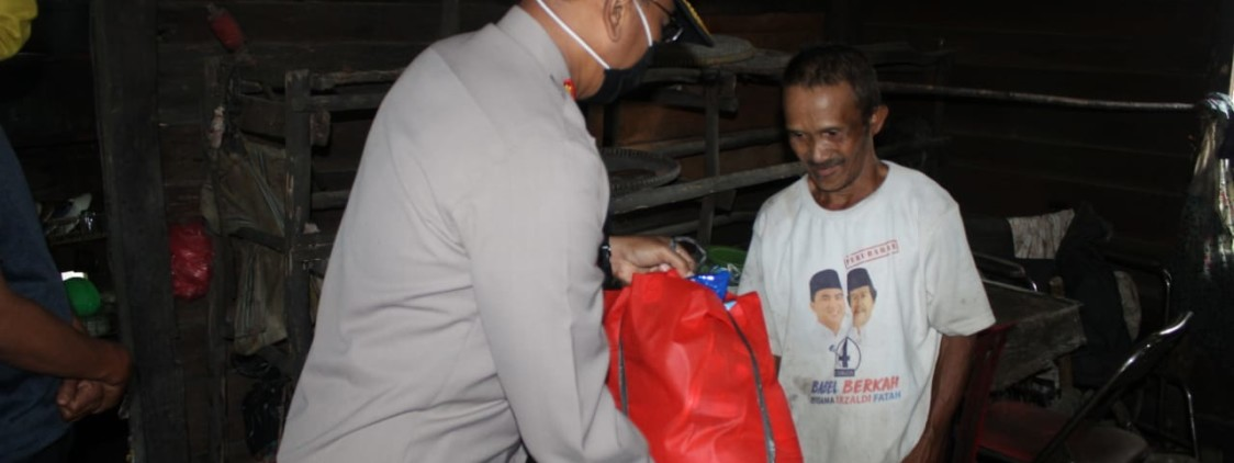 Sinergitas TNI POLRI Bangka Belitung Dalam membantu Rakyat, Bagi Sembako Hingga ke Desa-desa