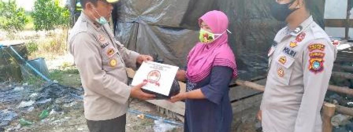 Personil Polres Bangka Tengah salurkan 75 bantuan paket Sembako kepada masyarakat Dusun Jongkong