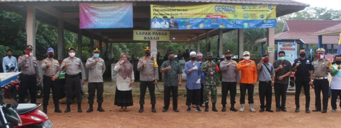 Kapolres bangka tengah, bersama jajaran Forkopimda Launching Pasar Peduli yang menerapkan protokol kesehatan Covid 19 di Desa Namang