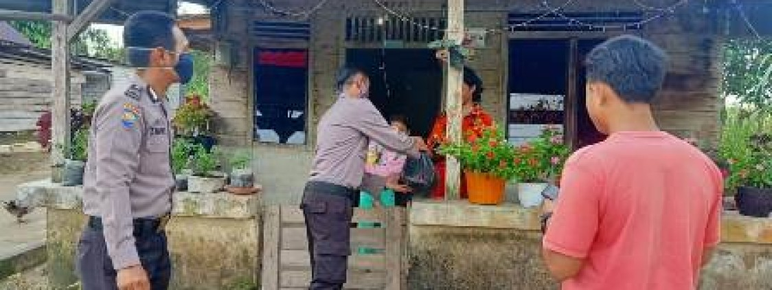 Kapolsek Lubuk Besar salurkan Bansos sampai ke Dusun Sadap