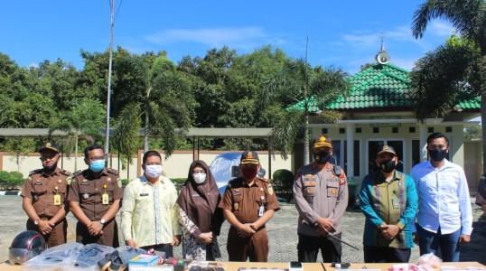 Kapolres Bangka Tengah hadiri pemusnahan barang bukti di Kantor Kejaksaan Negeri Bangka Tengah