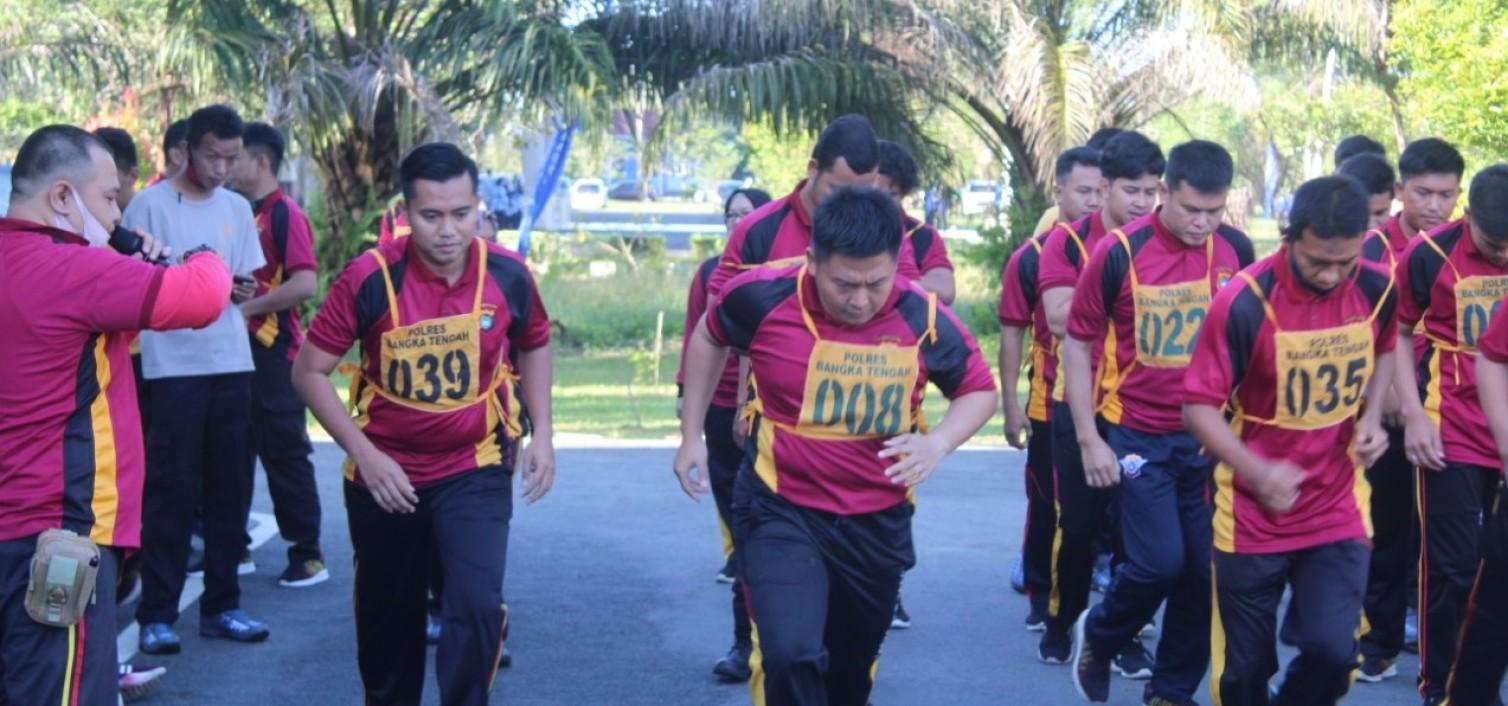 Jaga Kebugaran Tubuh, anggota Polres Bangka Tengah Ikuti Tes Kesemaptaan Jasmani Semester I