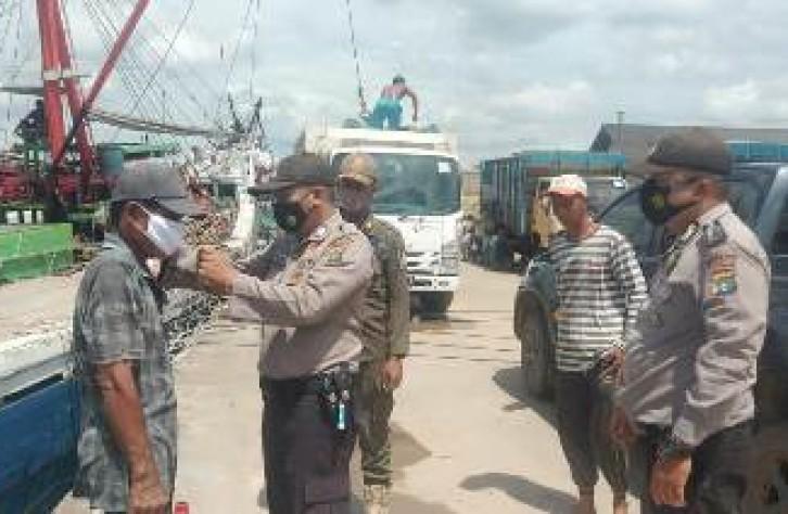 Polsek Sungaiselan sosialisasikan 3 M di pelabuhan Sungaiselan