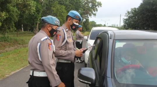 Menjaga kedisiplinan Polri, Provos Polres Bateng cek personil saat masuk Mako