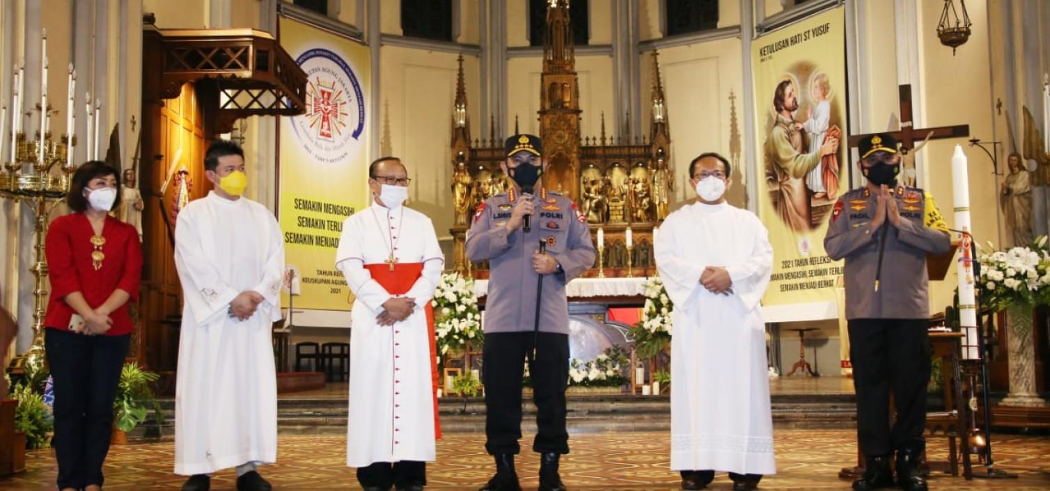 Pastikan Kemanan Misa, Kapolri Harap Umat Kristiani Ibadah Dengan Tenang