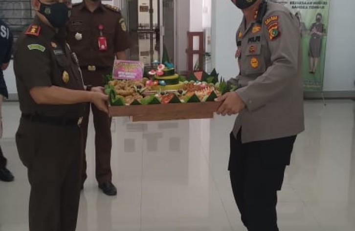 Kapolres Bateng beri Surprise kejari dan saat Hari Bhakti Adhyaksa ke- 61