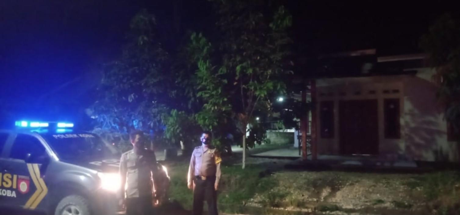 Polsek Koba Patroli Keliling Kampung Bangunkan Sahur