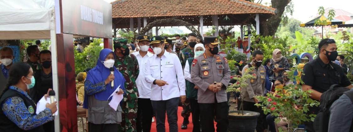 Panglima TNI dan Kapolri Pantau Pelaksanaan Vaksinasi di Madiun