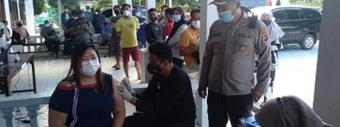 Waka Polres BAngka tengah Pantau Pelaksanaan Vaksinasi Di Wilayah Koba